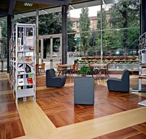 Interno della biblioteca civica di villa Amoretti. © Città di Torino.