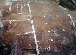 Una porzione delle strutture del magazzino; al centro sono ben visibili i pilastrini che servivano a reggere la copertura del tetto, © Soprintendenza per i Beni Archeologici del Piemonte e del Museo Antichità Egizie