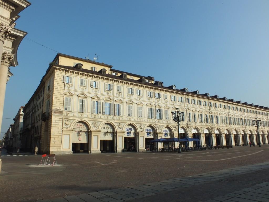 I danni arrecati al patrimonio artistico dal bombardamento for Palazzo villa torino