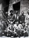 Estate 1945, alcuni appartenenti alla Cricca del Moro in posa davanti l'osteria. © Archivio Privato Clemente