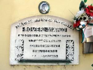 Lapide dedicata a Mario Roveri, in via Bravin angolo via Goytre. Fotografia di Sergio D'Orsi, 2013