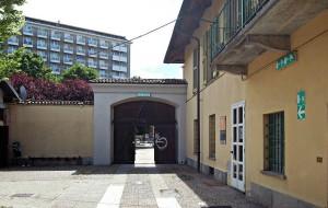 Cascina Giaione ora sede degli uffici della Circoscrizione 2 e della Biblioteca Civica Passerin d'Entreves. Fotografia di Elena Piaia, 2017