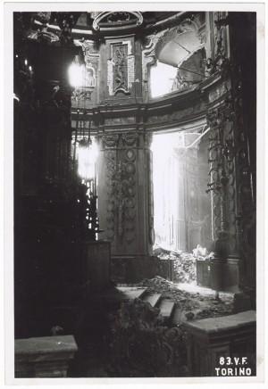 Santuario della Consolata (interni), Piazza della Consolata. Effetti prodotti dai bombardamenti dell'incursione aerea del 12-13 agosto 1943. UPA 3901_9E03-05. © Archivio Storico della Città di Torino/Archivio Storico Vigili del Fuoco