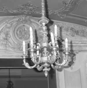 Platti Caffè Confetteria, lampadario nel salone da the, 1998 © Regione Piemonte