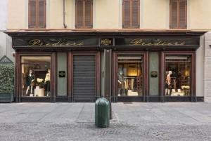 Predieri, abbigliamento, ex gioielleria Capello