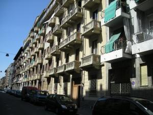 Edificio a uso abitazione e falegnameria in via Leinì 83