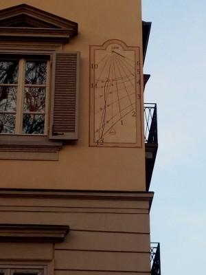 Orologio solare, corso Vittorio Emanuele 38