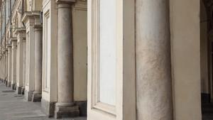 Particolare delle colonne inglobate nei pilastri di piazza San Carlo. Fotografia diPaolo Mussat Sartor e Paolo Pellion di Persano, 2010. © MuseoTorino