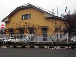 """Il """"casotto"""" daziario in piazza Cirene. Fotografia di Micaela Viglino, 2010."""