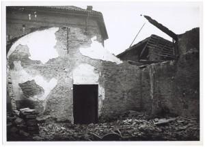 Archivio di Stato, Via Santa Chiara. Effetti prodotti dai bombardamenti dell'incursione aerea dell'8 dicembre 1942.  UPA 2725D_9C05-42. © Archivio Storico della Città di Torino
