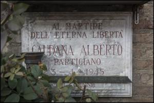 Lapide dedicata ad Alberto Mario Caudana (18 marzo 1023 - 3 aprile 1945)