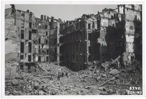 Via dell'Accademia Albertina. Effetti prodotti dai bombardamenti dell'incursione aerea dell'8 agosto 1943. UPA 3822_9E02-33. © Archivio Storico della Città di Torino/Archivio Storico Vigili del Fuoco
