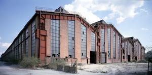 Il fronte dei capannoni dei laminatoi dello stabilimento Nole (Ingest) delle Ferriere. Fotografia di Filippo Gallino, 2010. © Città di Torino