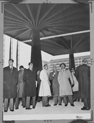 Giovanni Agnelli in visita al cantiere del Palazzo del Lavoro di Italia '61. ©ARCHIVIO STORICO FIAT_courtesyPIERLUIGINERVI PROJECT