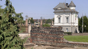 I resti delle mura romane nell'area del teatro e della Porta Palatina (1). Fotografia di Plinio Martelli, 2010. © MuseoTorino.
