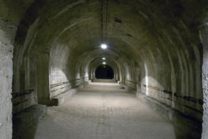 Una delle gallerie del rifugio antiaereo di piazza Risorgimento. Fotografia di Bruna Biamino, 2010. © MuseoTorino