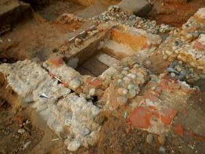 Una delle grandi tombe in muratura della fase paleocristiana, cantiere Lavazza, 2014 © Soprintendenza Archeologia del Piemonte