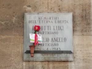 Lapide dedicata a Fenoglio Angelo (1923 - 1945), Perotti Luigi (1921 - 1945)