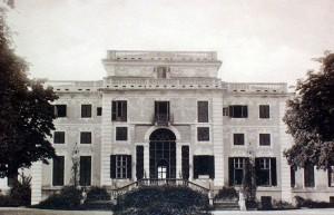 Foto storica della facciata della villa.