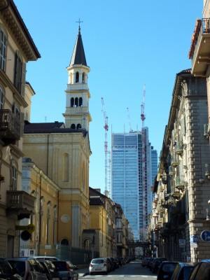 Chiesa dei Santissimi Angeli Custodi e grattacielo Sanpaolo, da via San Quintino. Fotografia di Paola Boccalatte, 2014. © MuseoTorino