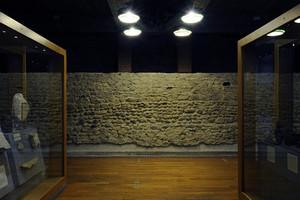 I resti delle mura romane all'interno del Museo Egizio (1). Fotografia di Paolo Gonella, 2010. © MuseoTorino.