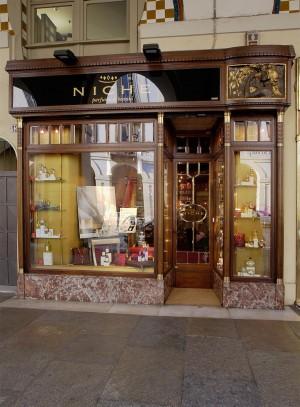 Niche, profumeria, esterno, Fotografia di Marco Corongi, 2005 ©Politecnico di Torino