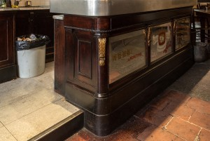 Abrate, bar-tavola calda; ex pasticceria. Bancone, 2017 © Archivio Storico della Città di Torino