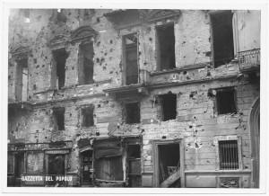 Via della Consolata. Effetti prodotti dai bombardamenti dell'incursione aerea dell'8 dicembre 1942. UPA 2717_9C05-30. © Archivio Storico della Città di Torino