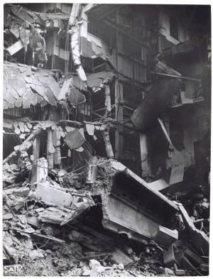 Via Nizza. Stabilimento FIAT Lingotto. Effetti prodotti dai bombardamenti dell'incursione aerea del 30 novembre 1942. UPA 2467D_9C03-27. © Archivio Storico della Città di Torino