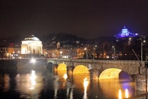 Scorcio Gran Madre, Po, ponte Vittorio Emanuele I e monte dei Cappuccini. Fotografia di Gianluca Partengo, 2010.