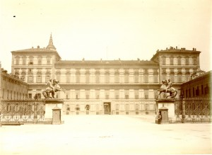Palazzo Reale di Torino. Vista del prospetto verso Piazzetta Reale. Fotografia di Mario Gabinio, 1925 ca. © Fondazione Torino Musei - Archivio fotografico.