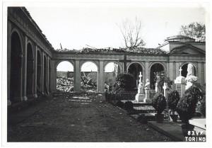 Cimitero Monumentale, Corso Novara (già Corso Tortona 76-78). Effetti prodotti dai bombardamenti dell'incursione aerea del 13 luglio 1943. UPA 3663_9E01-56. © Archivio Storico della Città di Torino/Archivio Storico Vigili del Fuoco