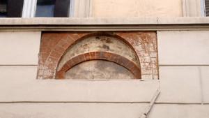 Resti di una finestra medievale in via Conte Verde. Fotografia di Plinio Martelli, 2010. © MuseoTorino.