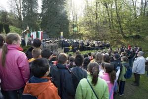 Pian del Lot, Cerimonia annuale in ricordo delle vittime dell'eccidio del 2 aprile 1944, 2005, ©Museo diffuso della Resistenza
