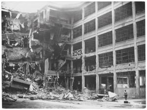 Via Nizza. Stabilimento FIAT Lingotto. Effetti prodotti dai bombardamenti dell'incursione aerea del 30 novembre 1942. UPA 2468_9C03-28. © Archivio Storico della Città di Torino