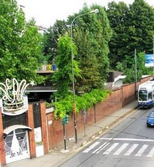 L'ingresso del Lutrario come appariva nel 2005. CittAgorà, periodico del Consiglio Comunale. ©Comune di Torino.