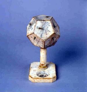 Orologio solare poligonale in alabastro, Museo Civico d'Arte Antica in Palazzo Madama (inv, 269/PM)