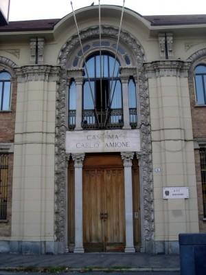 Caserma Carlo Amione, ingresso lato piazza Rivoli. Fotografia di Silvia Bertelli
