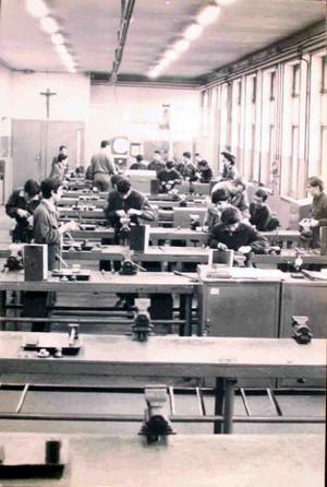 Immagine delle officine negli anni Ottanta.©Archivio Casa di Carità Arti e Mestieri.