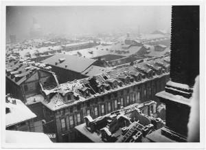 Piazza Palazzo di Città. Palazzo del Municipio. Effetti prodotti dai bombardamenti dell'incursione aerea dell'8 dicembre 1942. UPA 2631_9C03-51. © Archivio Storico della Città di Torino