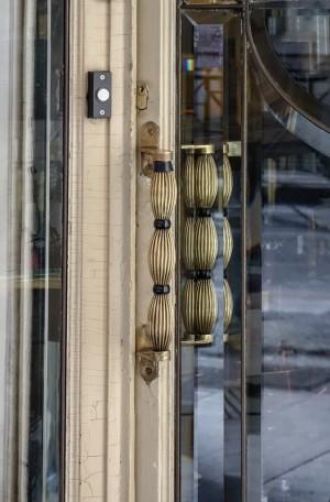Profumeria Tina Bigiotteria, particolare della maniglia, 2018 © Archivio Storico della Città di Torino