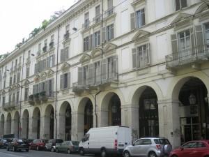 Edificio a uso abitazione e laboratori in via Po 36