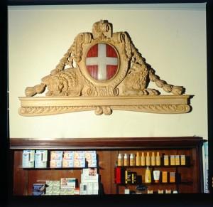 Regia farmacia Masino, insegna con stemma sabaudo, 1998 © Regione Piemonte