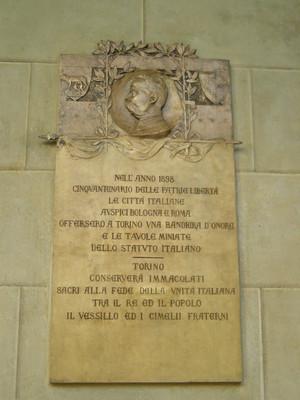 Lapide dedicata al cinquantenario dello Statuto Albertino. Fotografia di Elena Francisetti, 2010. © MuseoTorino