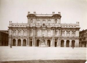 Palazzo Carignano, prospetto su Piazza Carlo Alberto. Fotografia di Mario Gabinio, 8 luglio 1925. © Fondazione Torino Musei - Archivio fotografico.