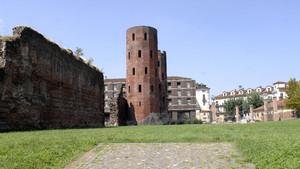 Scorcio della Porta Palatina (1). Fotografia di Plinio Martelli, 2010. © MuseoTorino.