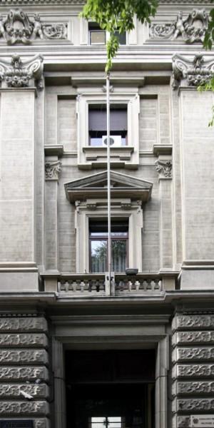 Particolare della porzione centrale del fronte di Palazzo Pralormo su corso Vinzaglio in corrispondenza dell'accesso principale. Fotografia di Caterina Franchini.