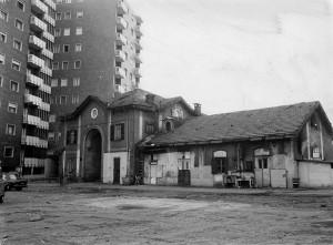 Edificio di servizio del complesso cascina Giaione, anni Ottanta del Novecento © EUT 2