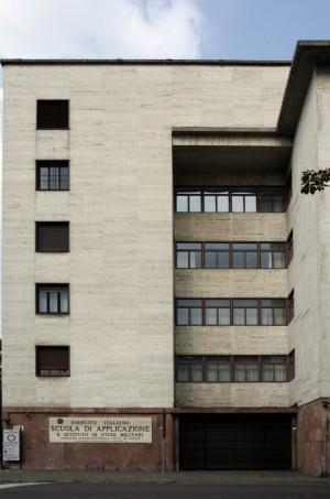 L'ingresso principale della Scuola di Applicazione e Istituto di Studi Militari su corso Matteotti. Fotografia di Caterina Franchini.