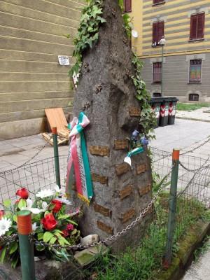 Cippo dedicato ai caduti partigiani e militari